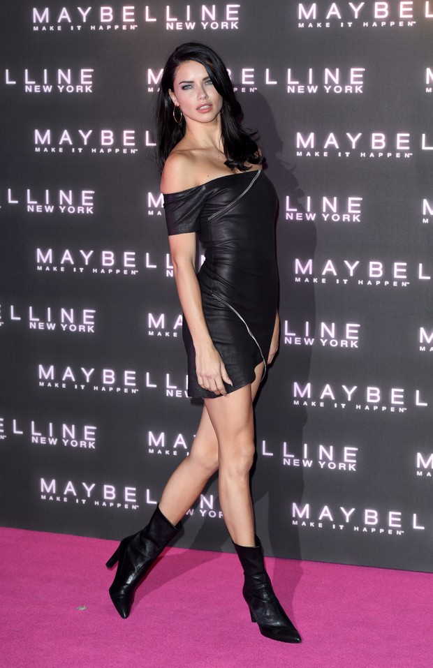 Adriana Lima em evento em Londres (Foto: Getty Images)