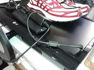 Homem carregava aparelho de tv e tênis furtados (Foto: Polícia Militar / Arquivo Pessoal)