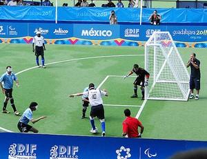 Luis Felipe chamador futebol de 5 parapan (Foto: Helena Rebello/Globoesporte.com)