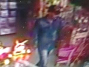 Câmeras de segurança de loja flagraram suspeito (Foto: Reprodução/OuroPretodoOeste.com)