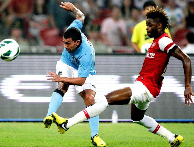 amistoso tevez manchester city alex song arsenal (Foto: Ag&#234;ncia Reuters)