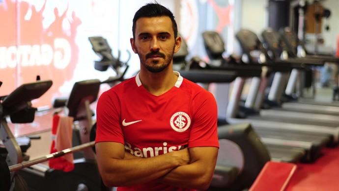 Uendel é oficializado pelo Inter (Foto: SC Internacional/Divulgação)