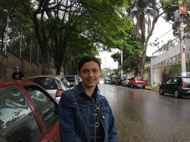 """Eloísa Santos, 32, bióloga, votou em Embu das Artes e elogia o sistema de biometria. """"Votar foi bem mais fácil e bem mais rápido"""", afirma.  (Foto: Olivia Florência/ G1)"""