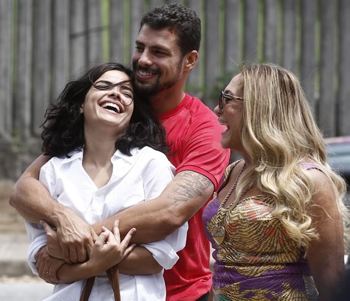 Tóia livre e feliz nos braços de Juliano (Foto: Inácio Moraes / Gshow)