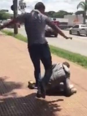 Polícia investiga vídeos de menores sendo agredidos em Goiânia, Goiás; assista (Foto: Reprodução/TV Anhanguera)