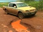 Buracos em rodovia de Goiás chegam a medir 50 cm de profundidade