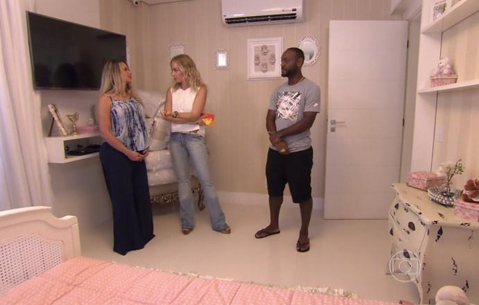 Vagner Love e a esposa, Lucilene, mostram o quarto da filha que está para chegar, Alice (Foto: TV Globo)