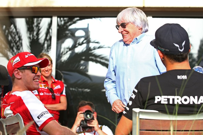 Bernie Ecclestone, Sebasitan Vettel e Lewis Hamilton no Bahrein (Foto: Getty Images)