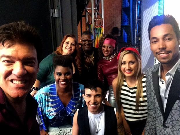 O preparador vocal Wilson Gava, à esquerda, com os participantes do quadro (Foto: Raphael Dias/ Gshow)