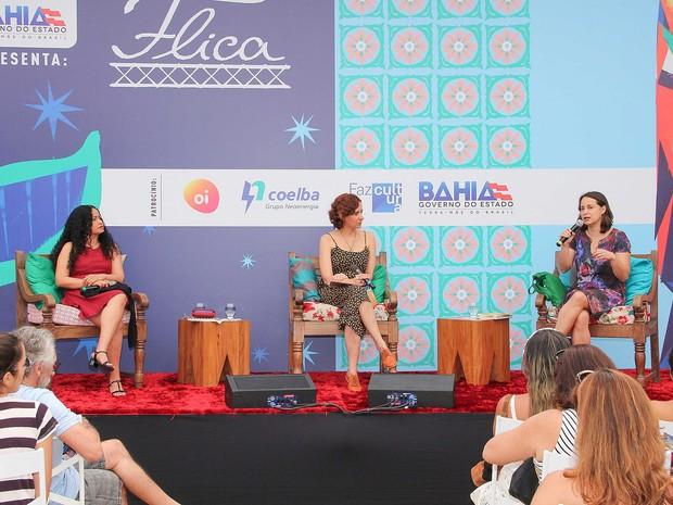 Mesa sobre poesia feminina na Flica neste sábado (15), em Cachoeira, na Bahia (Foto: Egi Santana/ Divulgação)