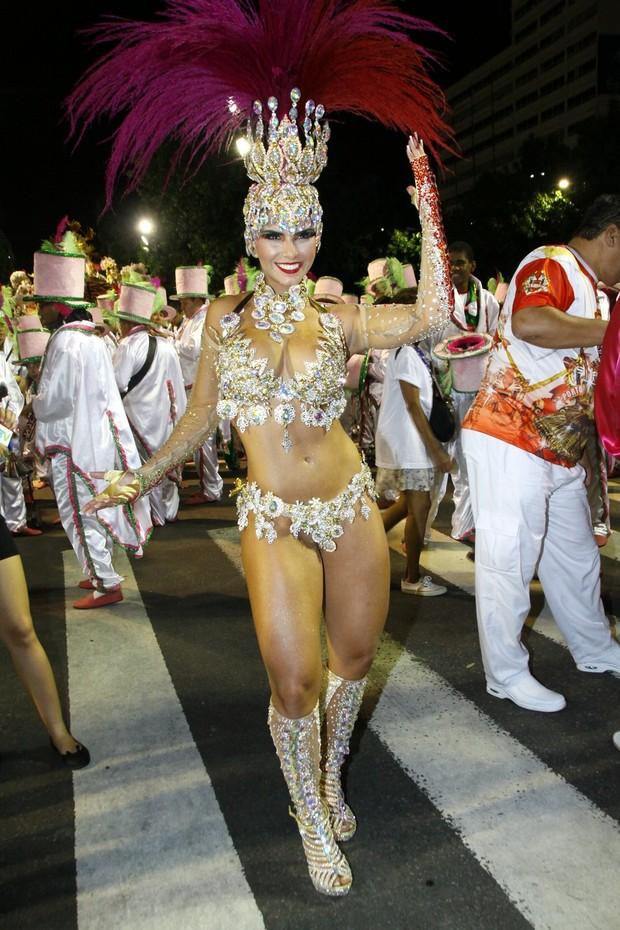 BIANCA LEÃO, RAINHA DA PORTO DA PEDRA (Foto: GRAÇA PAES/ FOTO RIO NEWS)