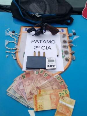 Material apreendido com adolescente (Foto: Divulgação/Polícia Militar)