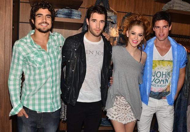 Caio Castro, Josh Bowman, Jonatas Faro e Sophia Abrahão (Foto: Caio Duran/AgNews)