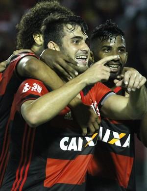 Felipe Vizeu comemora o gol do Flamengo contra o Vitória (Foto: Gilvan de Souza/Flamengo)