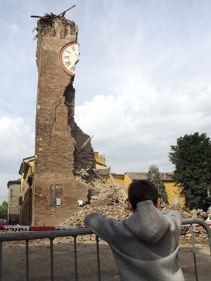 Estruturas históricas da Itália ficaram destruídas com o terremoto de 5,9 graus de magnitude que atingiu o país na madrugada deste domingo (20). (Foto: REUTERS/Giorgio Benvenuti)