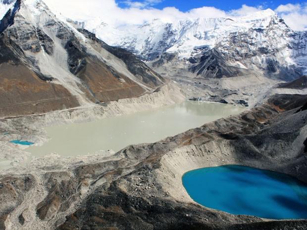 Imagem aérea da geleira e do lago de Imja, no Nepal, área do Himalaia. O lago surgiu em 1960, segundo cientistas (Foto: J. Kargel/Universidade do Arizona/Divulgação)