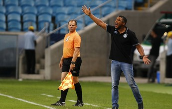 """Roger vê """"dificuldades"""" em vitória e diz que Grêmio """"abriu mão de seu jogo"""""""