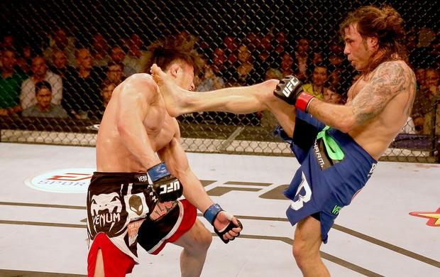 Clay Guida chute UFC luta Abu Dhabi (Foto: Getty Images)