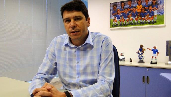 Marcone Barbosa diretor de marketing do Cruzeiro (Foto: Marco Astoni)