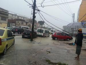Ruas da Penha estão alagadas por causa da chuva forte (Foto: Renata Soares / G1)