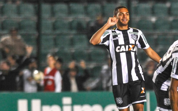 Clayton comemora gol do figueirense contra o Botafogo (Foto: Eduardo Valente / Agência estado)