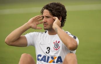 Chelsea acerta empréstimo de Pato por seis meses com o Corinthians