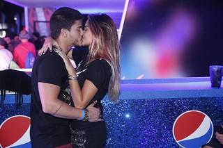 Arthur Aguiar e a namorada Camila (Foto: Marcos Serra Lima / Ego)