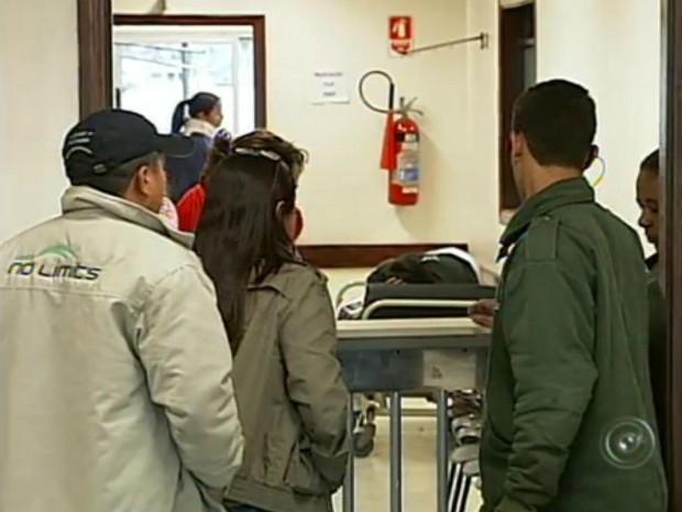 Segundo Secretaria da Saúde de Sorocaba, a função de contratar médicos cabe à Santa Casa (Foto: Reprodução/TV Tem)