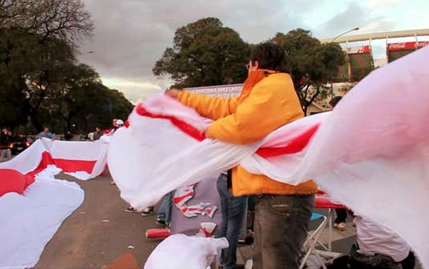 Torcida do River Plate prepara bandeirão de 9 quilômetros (Foto: Reprodução / Diário Olé)
