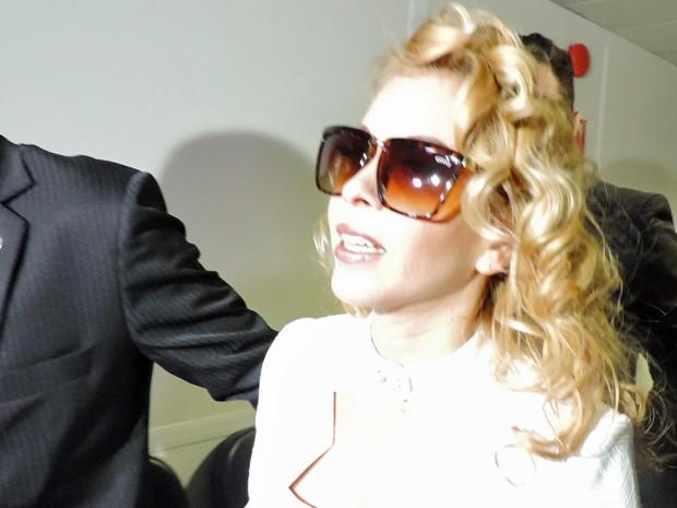 Joelma chega a tribunal no Recife para assinar divórcio com Chimbinha (Foto: Katherine Coutinho/ G1)