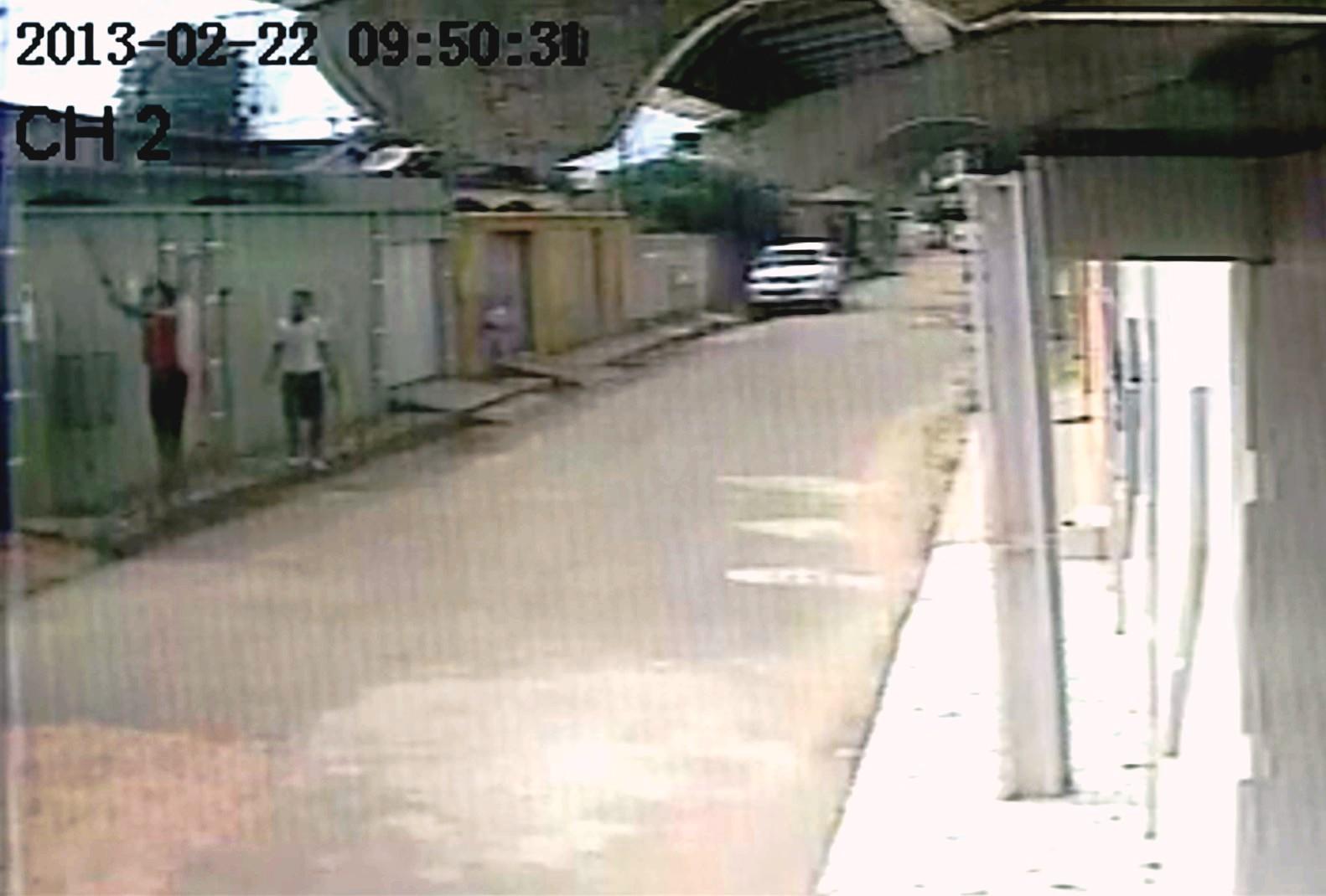 Moradores gravaram a ação criminosa de dubla suspeita de arrombamentos na bairro Tucumã (Foto: Arquivo pessoal)
