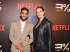 Luana Piovani e Pedro Scooby vão juntos à pré-estreia de série