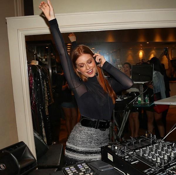 Marina Ruy Barbosa atacou de DJ em uma festa em Fortaleza (Foto: Reprodução / Instagram)