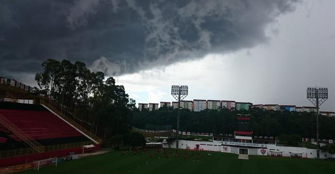 treino barradão chuva (Foto: Eric Luis Carvalho)