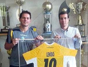 Futsal lenísio camisa 10 petrópolis (Foto: Reprodução / Site Oficial do Petrópolis)