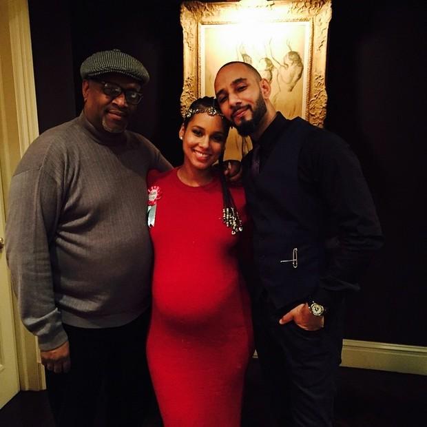 Alicia Keys com o marido, Swizz Beatz (à direita), em chá de bebê (Foto: Instagram/ Reprodução)