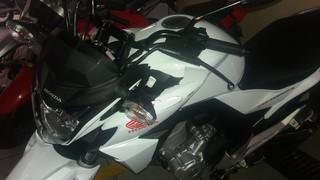 Moto de Elisa, envolvida em acidente com Mc Biel (Foto: Lucas Pasin / EGO)