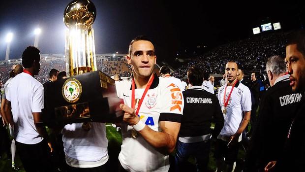 Renato Augusto festa Corinthians Recopa (Foto: Marcos Ribolli / Globoesporte.com)