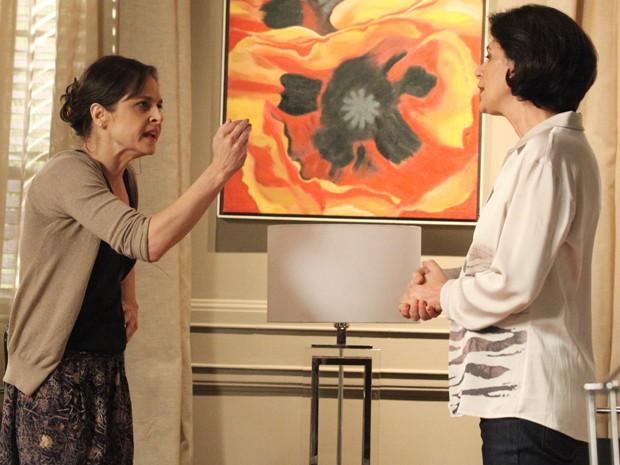 Cora avisa a recepcionista que vai invadir sala de José Alfredo (Foto: Carol Caminha/Gshow)