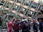 Homem é resgatado com vida após 2 dias soterrado por tremor no Equador