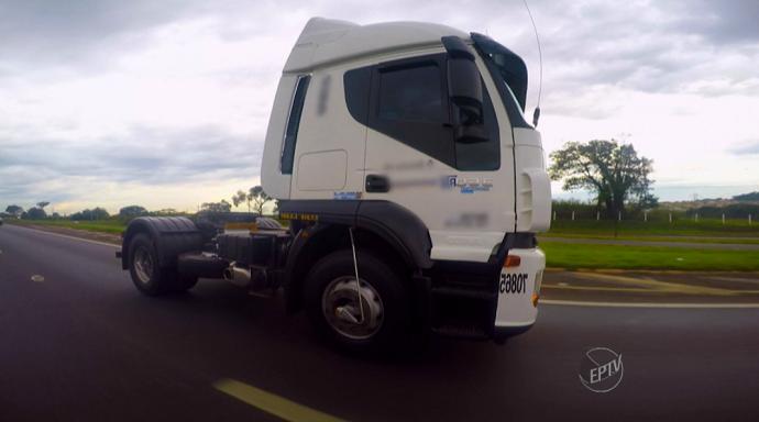 """""""Brutão da Estrada"""" é o nome do caminhão do Nelson Fernandes (Foto: reprodução EPTV)"""