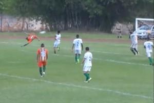 Gol de voleio marcado por Gean Miracema (Foto: Reprodução/TV Anhanguera)