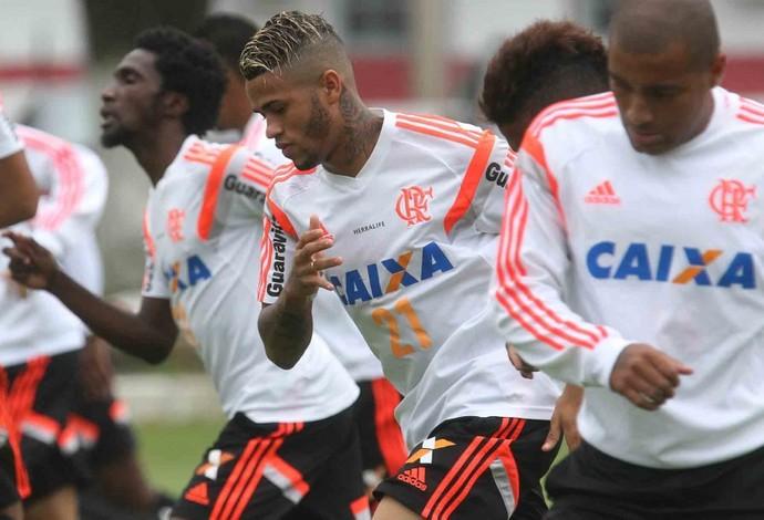 Léo, com cabelo loiro no treino do Flamengo (Foto: Gilvan de Souza / Flamengo)