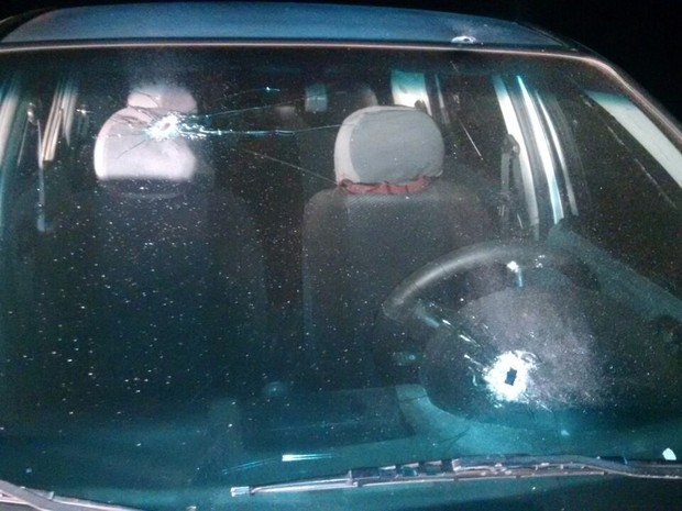 Suspeito foi baleado em troca de tiros com a polícia (Foto: PM/Divulgação)
