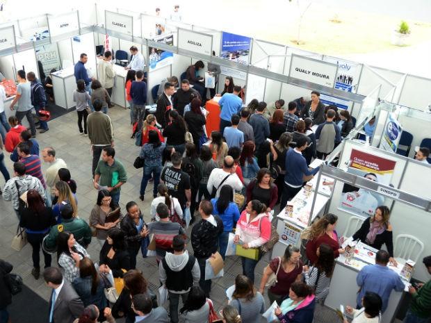 Centenas de pessoas compareceram à Uniten durante o evento (Foto  Zaqueu  Proença) 4f11b52ab8872