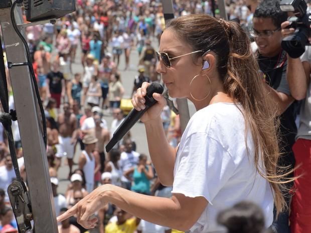 Ivete agita multidão no encerramento da folia em Salvador (Foto: Jefferson Peixoto/Agência Haack)