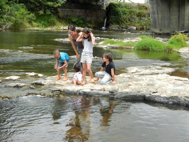 Thais Saito mora na Nova Zelândia com os quatro filhos (Foto: Arquivo pessoal)
