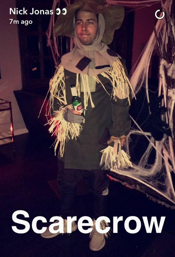 O cantor Nick Jonas como o Espantalho (Foto: Instagram)
