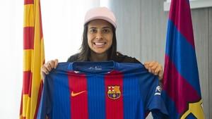 Andressa Alves chega ao Barcelona (Foto: Victor Salgado/ FCB)