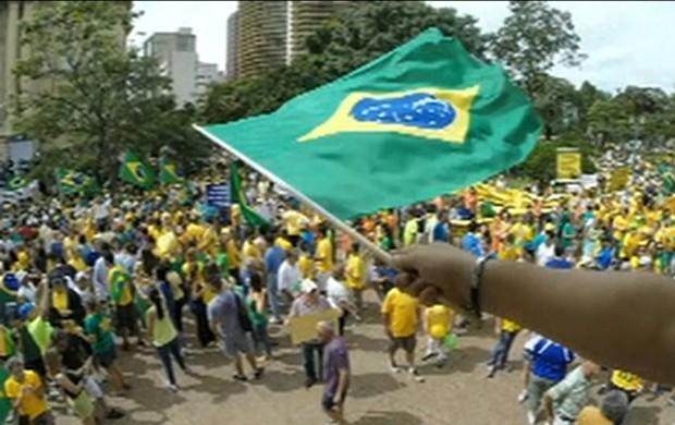 Manifestação em Minas (GloboNews)